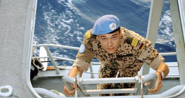 casque bleu sur un cargo