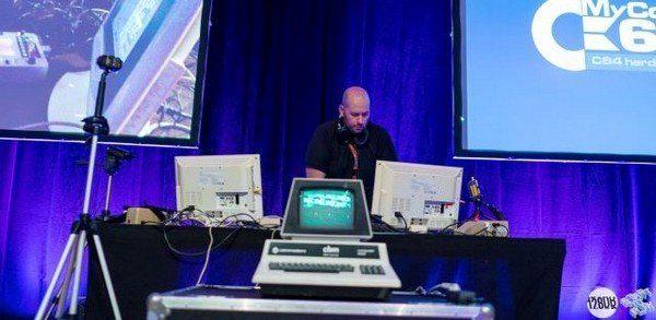 David Bagel aux platines pour son DJ Set MyCommodore 64
