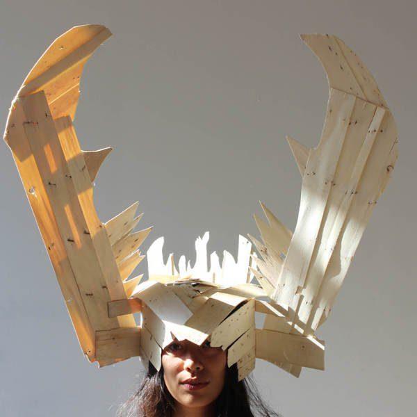 Masque à cornes réalisé à partir de bois de cagettes