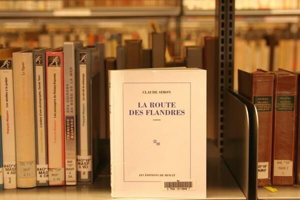 Photo du livre La route de Flandres sur les étagères de la Bpi