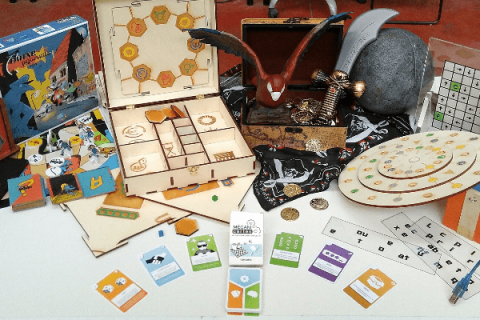 Table présentant différents jeux de société et les mécanicartes