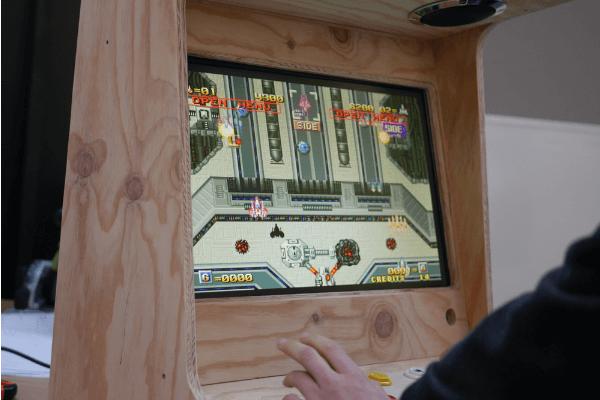 Borne d'arcade en bois