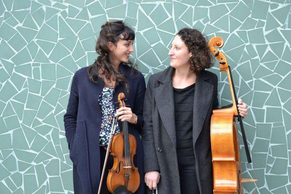 Portrait de Apolline Kirklar et Lucie Arnal (duo Zyia)