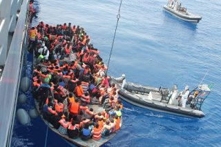 Sauvetage de migrants en mer lors de l'Opération Triton
